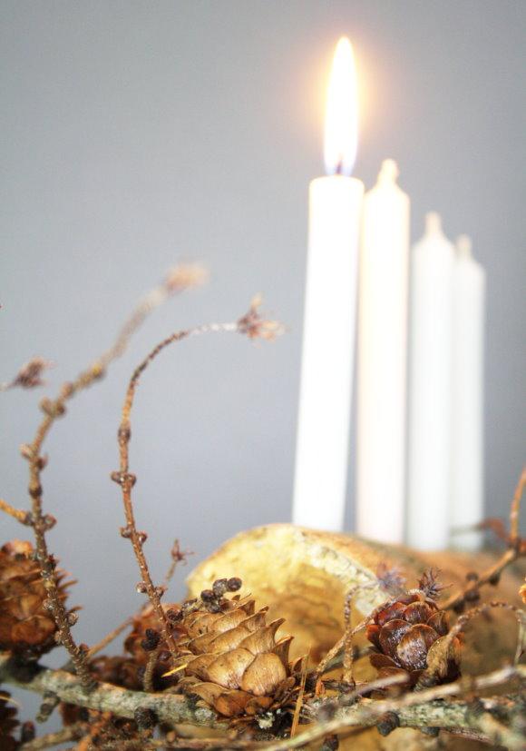 Selbstgemachter Kerzenhalter aus Naturmaterialien