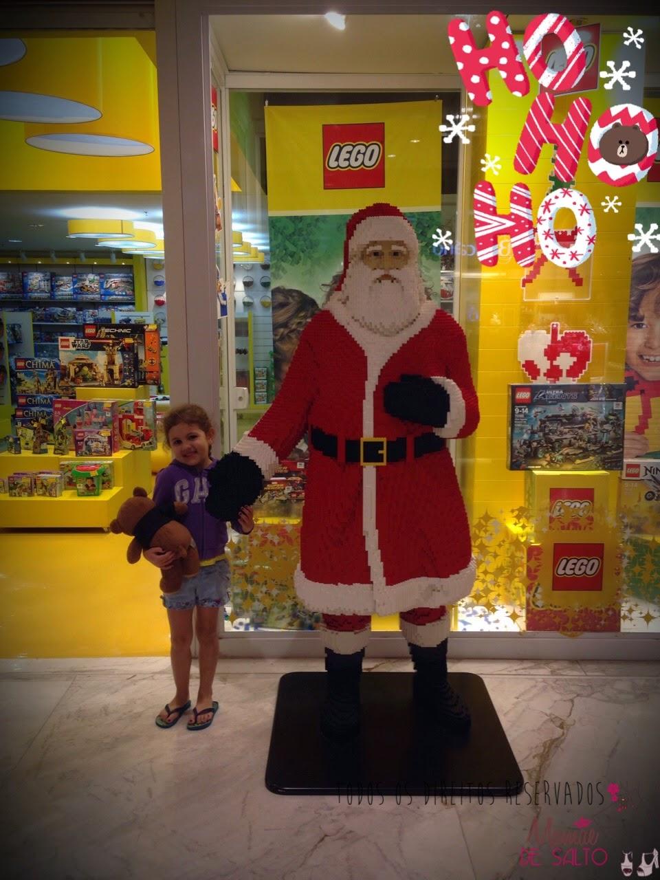 Foto tirada com papai noel feito de Lego => todos os direitos reservados ao blog Mamãe de Salto
