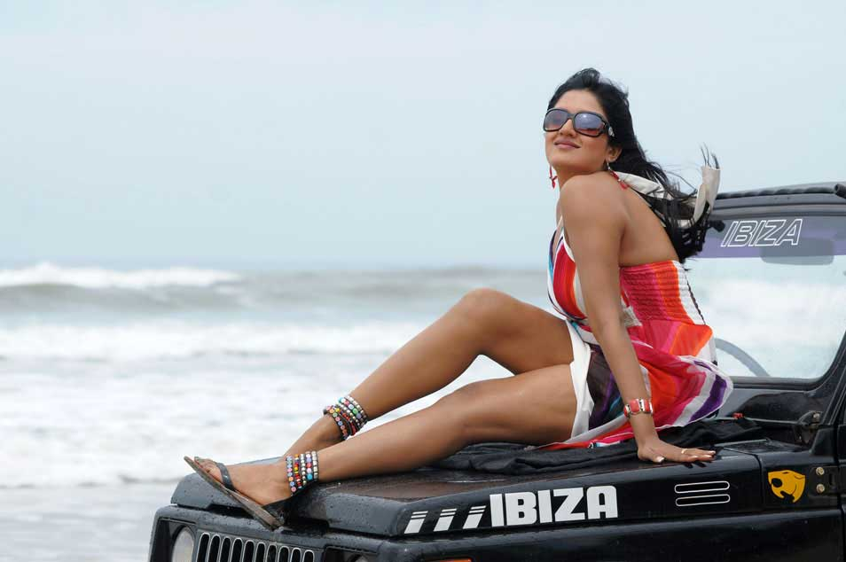 Vimala Raman Latest hot Beach Stills