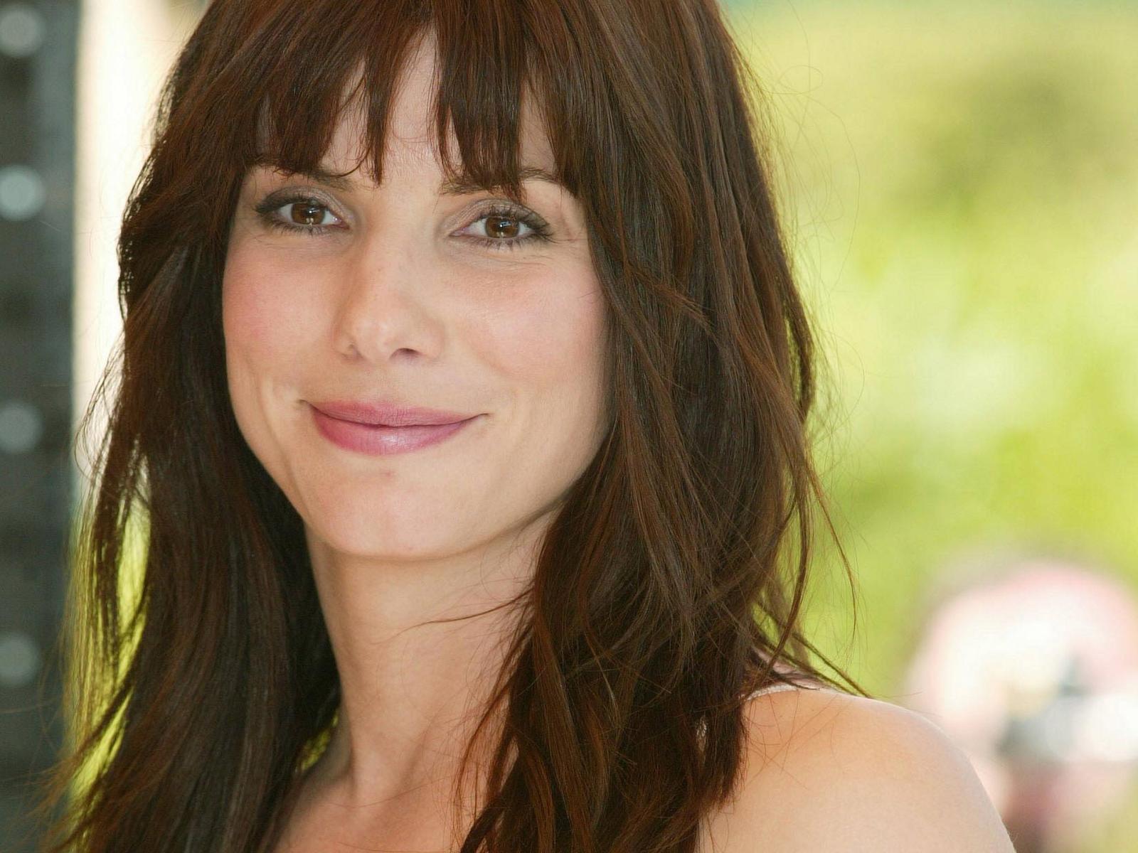 http://3.bp.blogspot.com/-J8yhPFj5RSA/TkP-uRqMabI/AAAAAAAAEIw/wIX_wyhRBOQ/s1600/Sandra_Bullock_Wallpapers_beautyful_body_face_and_eyes%2B%25284%2529.jpg