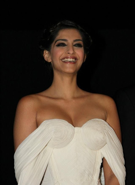 sonam kapoor Actress hot photos in white dress