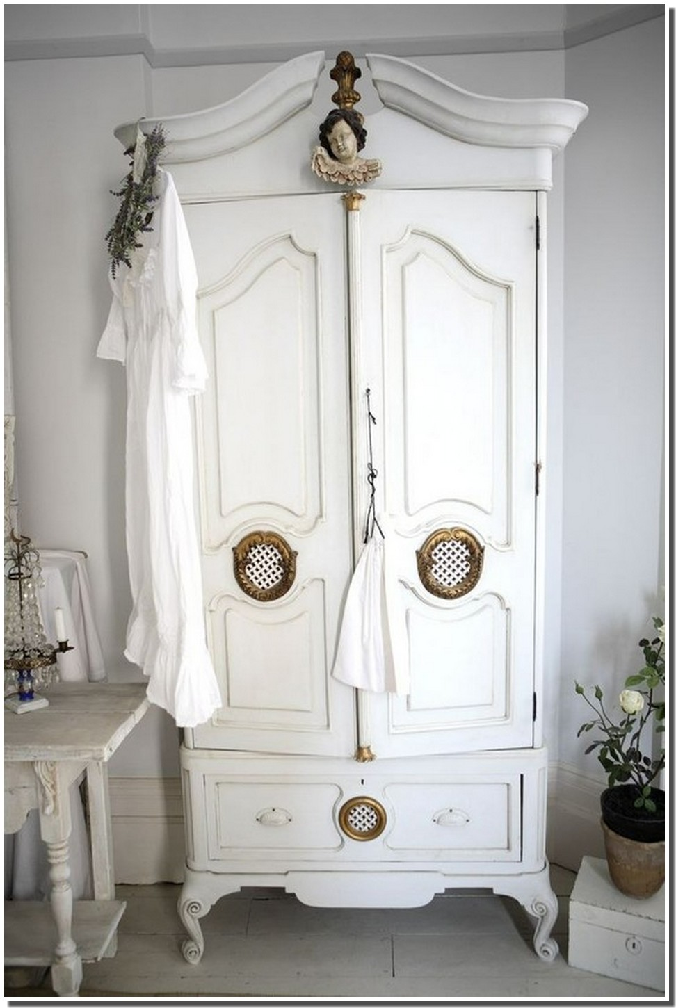 nassima home jolie armoire blanche romantique. Black Bedroom Furniture Sets. Home Design Ideas