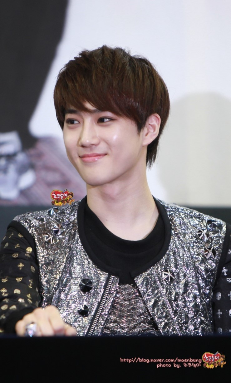 Entertainment Booth: 120421 EXO-K SuHo at fansign event