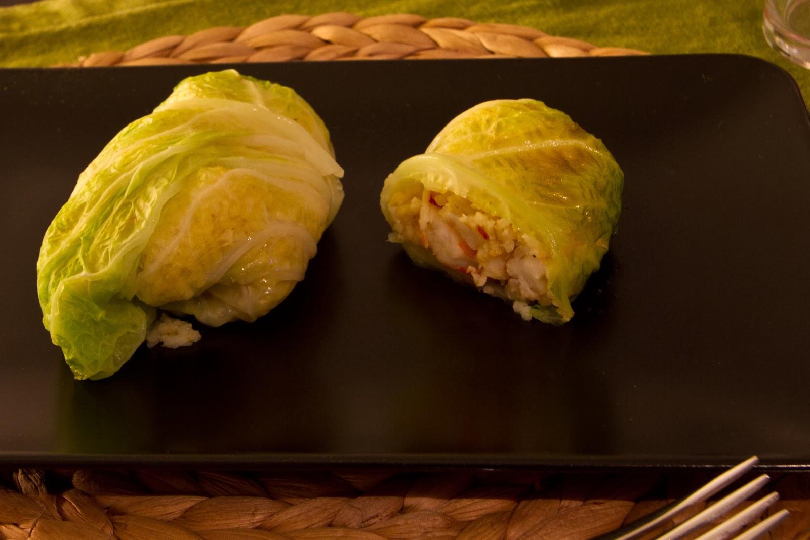 fagottini di cavolo verza con riso thai e gamberi al curry