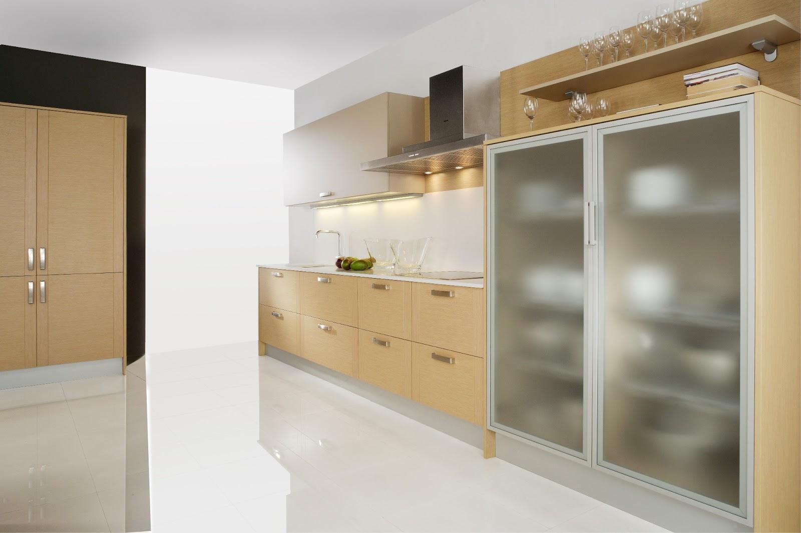 Casas cocinas mueble garrafas de vidrio - Cenefas adhesivas cocina ...