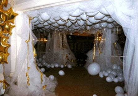African pearl bridal balloons galore wedding theme for Balloon cloud decoration