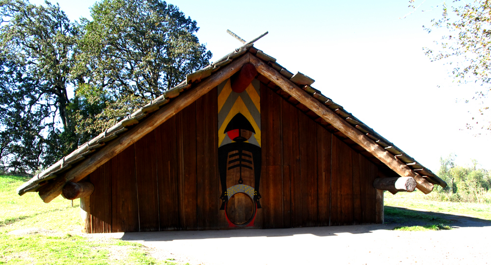 Indian Plank House http://www.pic2fly.com/Pacific+Northwest+Indian+Plank+Houses.html