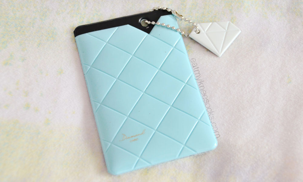 You can put your ID card, credit card, business card, or other cards in this cute diamond card holder.