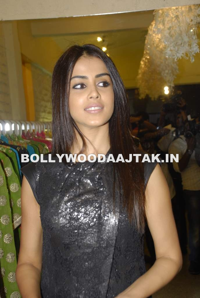 Genelia DSouza1 - Hot Genelia D'Souza at G7 fashion store
