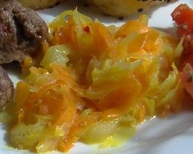 Weißkohl-Karotten-Topf 'indisch'
