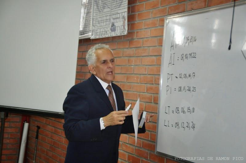 El profesor Guillermo Pérez fue uno de los instructores de estos talleres obligatorios e introductorios al doctorado. (Foto: Ramón Pico)