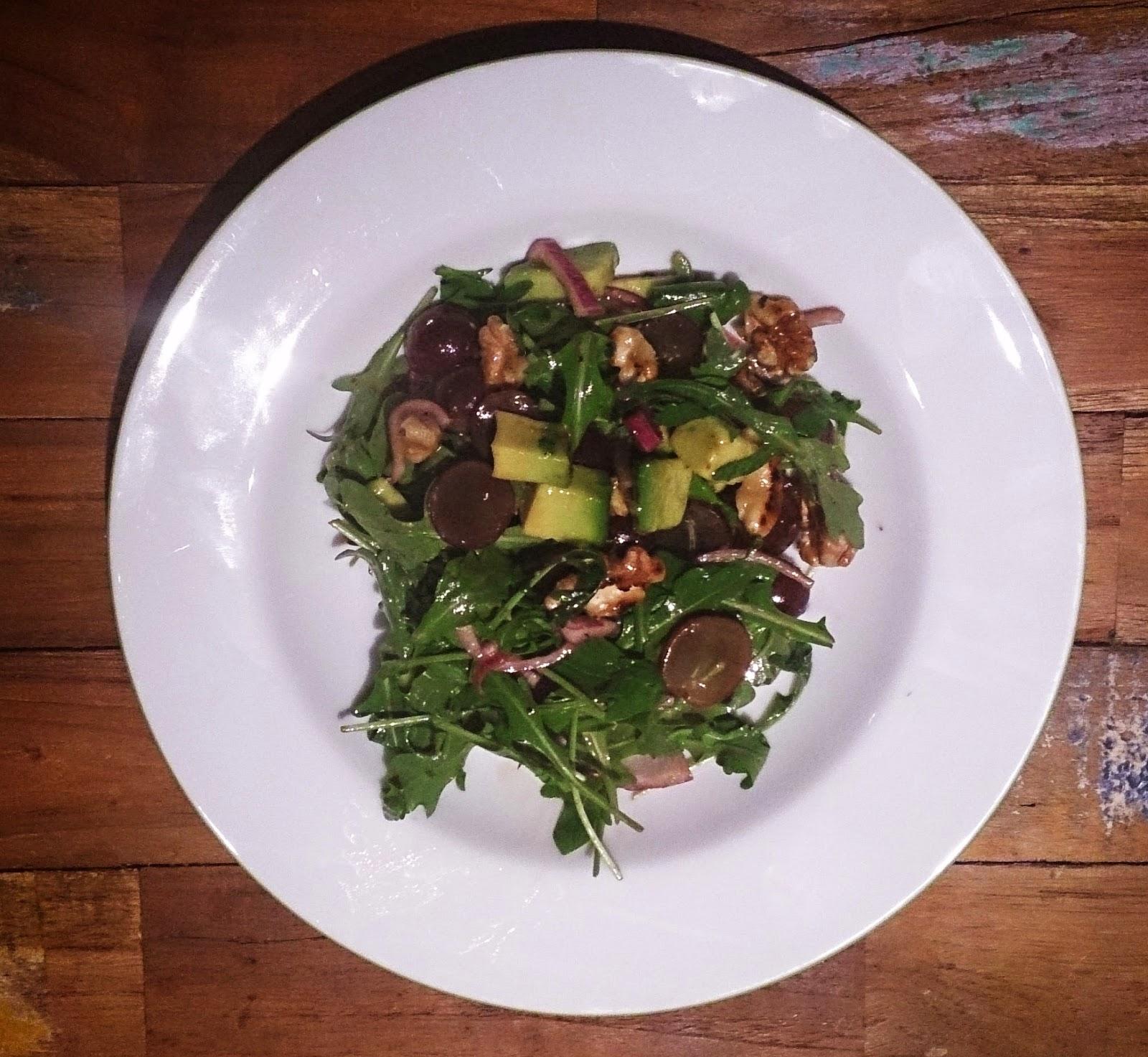 schnelles feierabendrezept: rucola- salat mit avocado und walnüssen