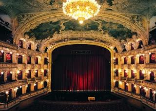 Interior de la Ópera de Praga