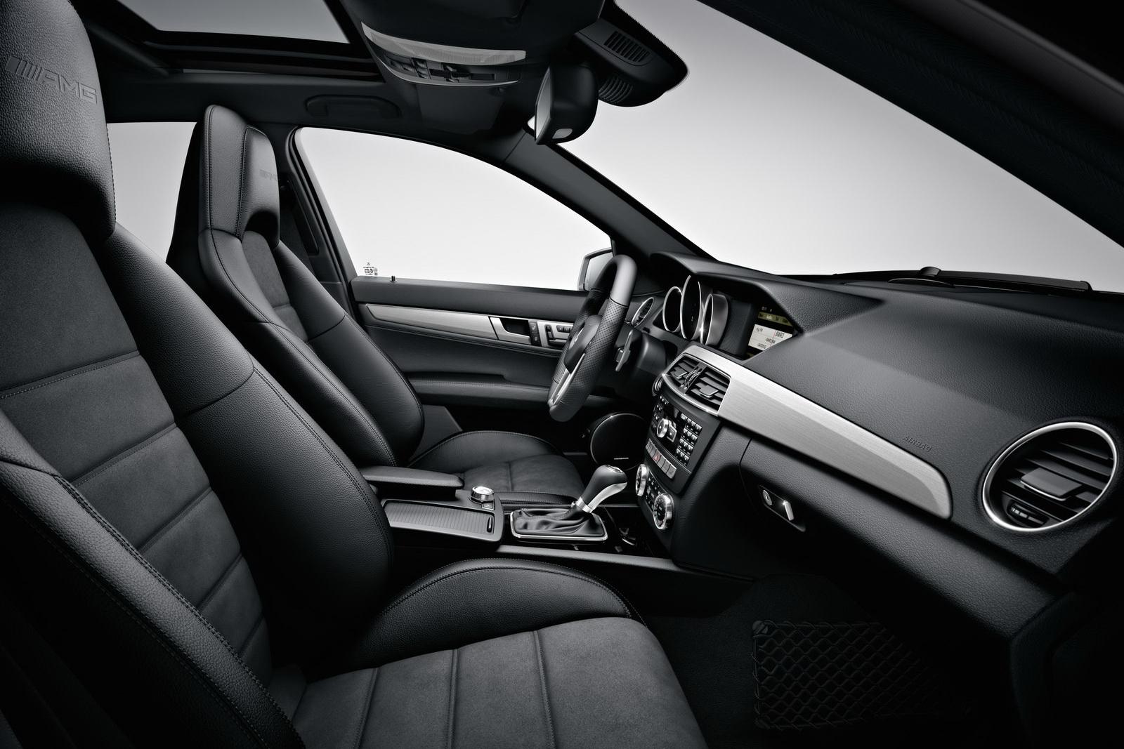 http://3.bp.blogspot.com/-JARZDAZZYnM/T9Y6k53PUeI/AAAAAAAAPP8/A-yOktv4YzA/s1600/2012-Mercedes-C63-AMG-12.jpg