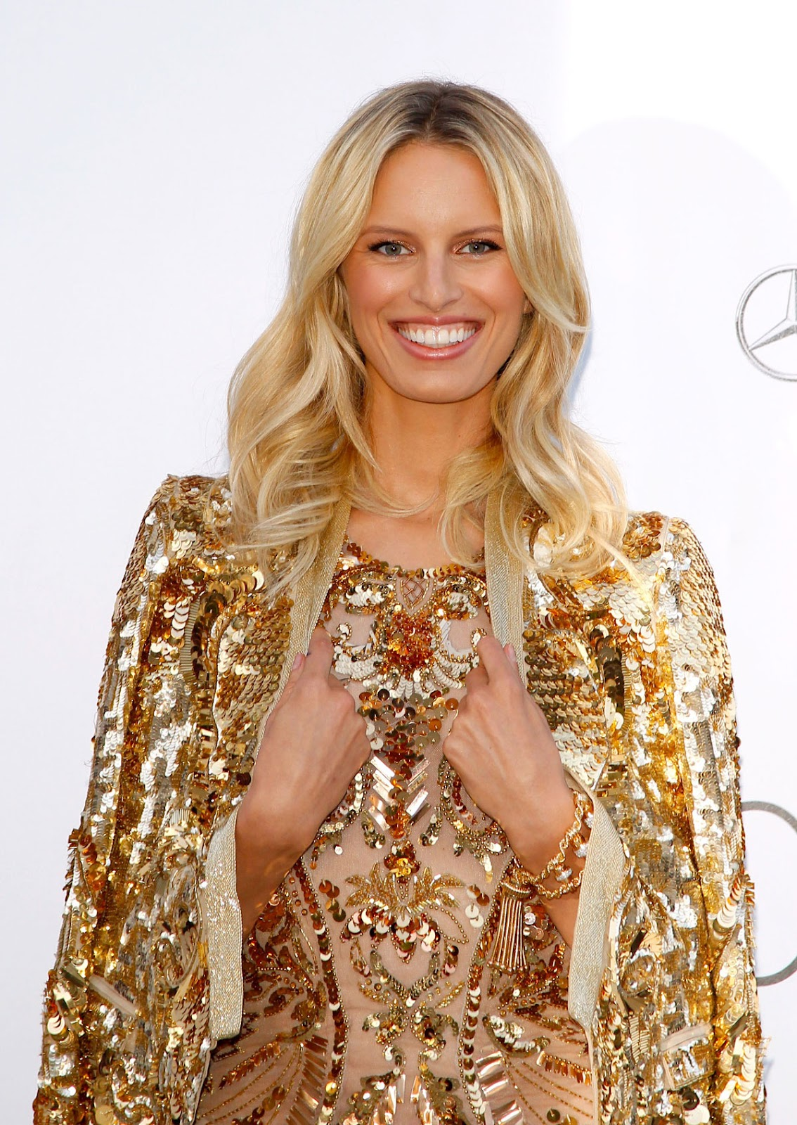 http://3.bp.blogspot.com/-JA_QvxXNTjw/T8NSBFiyiyI/AAAAAAAACc8/L3xio8pKWeE/s1600/KAROLINA-KURKOVA-at-amfAR-Cinema-Against-AIDS-Benefit-at-Cannes-Film-Festival-1.jpg