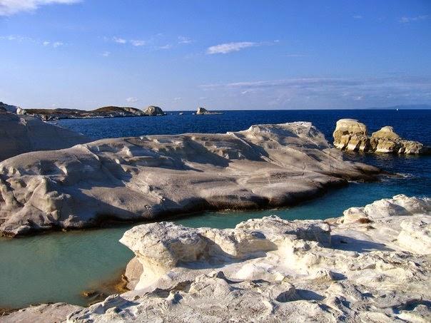 Белоснежные скалы пляжа Саракинико