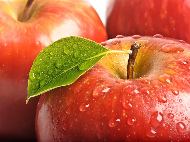 Red Apples Green Leaf Water Drops Close Up Photo HD Wallpaper