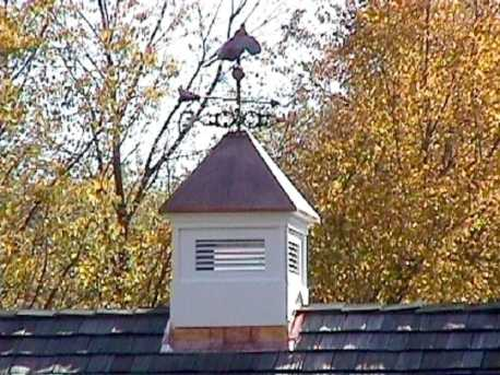 29 excellent new england cupolas for Pictures of houses with cupolas