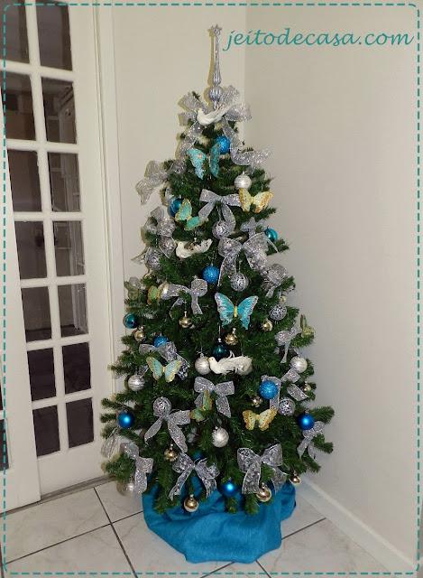 arvore de natal em azul e prata