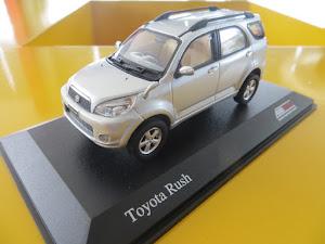 Toyota Rush Gold 1:43