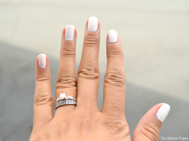 white-nails-summer