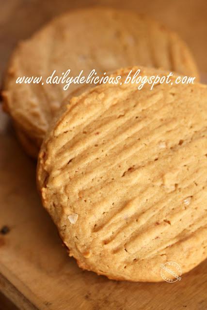 dailydelicious: Honey Peanut butter cookies: Honey, Honey you're so ...