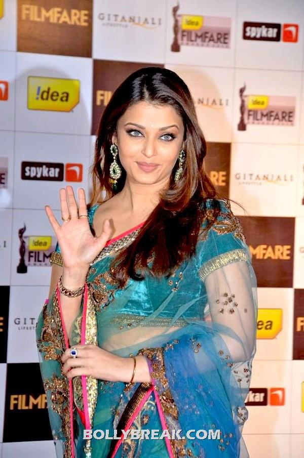 Aishwarya Rai in Saree - Aishwarya Rai in Hot Saree