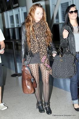 Miley Cyrus, leggy