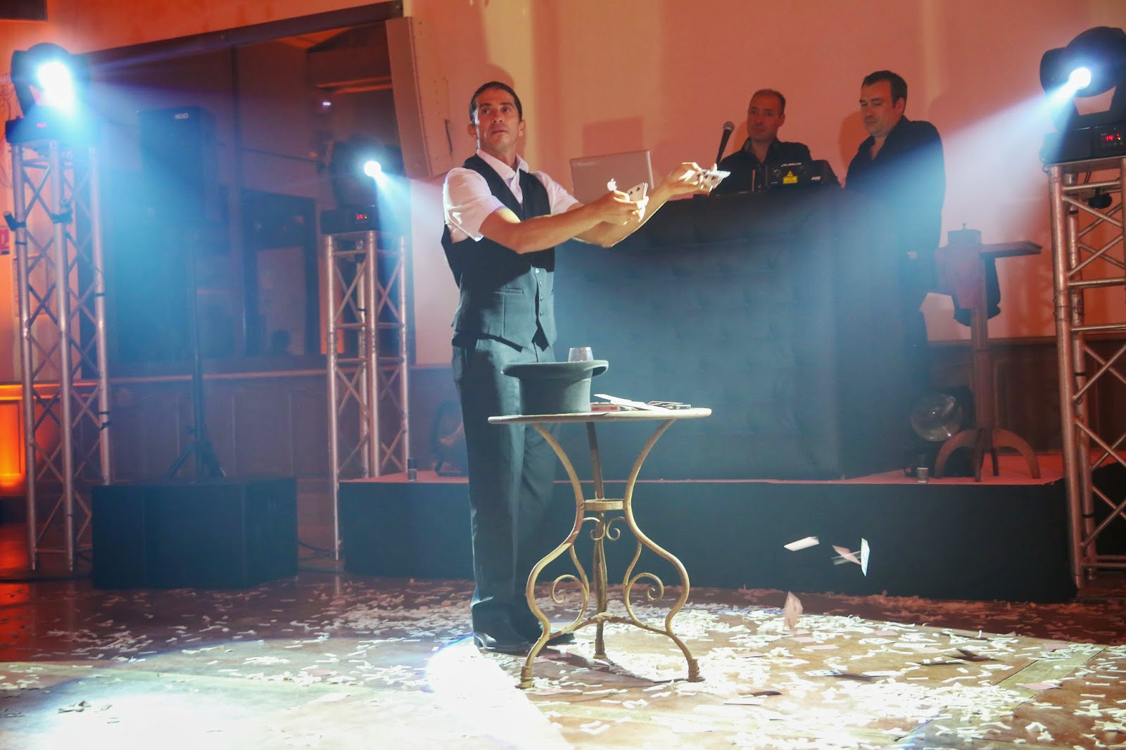 Magicien Close-up Sylvain BOTTELLO,www.syl-magic.com, Magicien 06 côted'azur