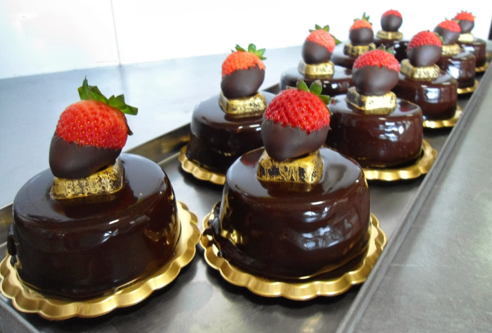 Le torte di antonio mousse a torta alla fragola con - Glassa a specchio su pan di spagna ...