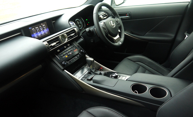 Lexus IS 300h front interior