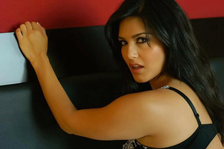 sunny leone hot boobs picture