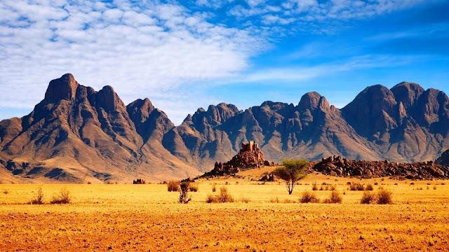Savanna mountains HD Wallpaper
