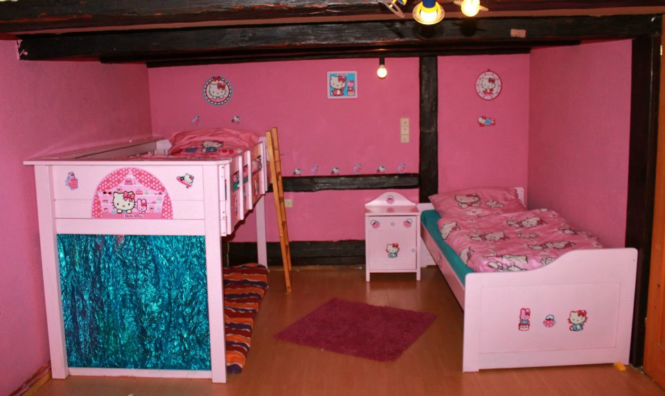 kerstins 7 zwerge mein hello kitty zicken zimmer. Black Bedroom Furniture Sets. Home Design Ideas