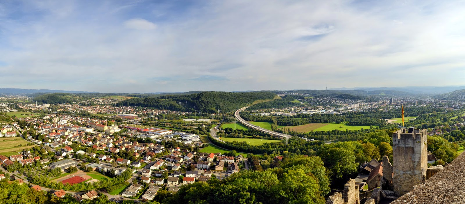 49000 people live in lrrach the district town that is the cultural and economic centre in the tri border region of germany france and switzerland