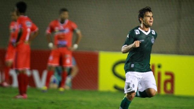 Goiás sofre, mas avança na Copa do Brasil