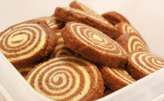 موقع الذ وصفات الطبخ: سويس رول الشوكولاطه
