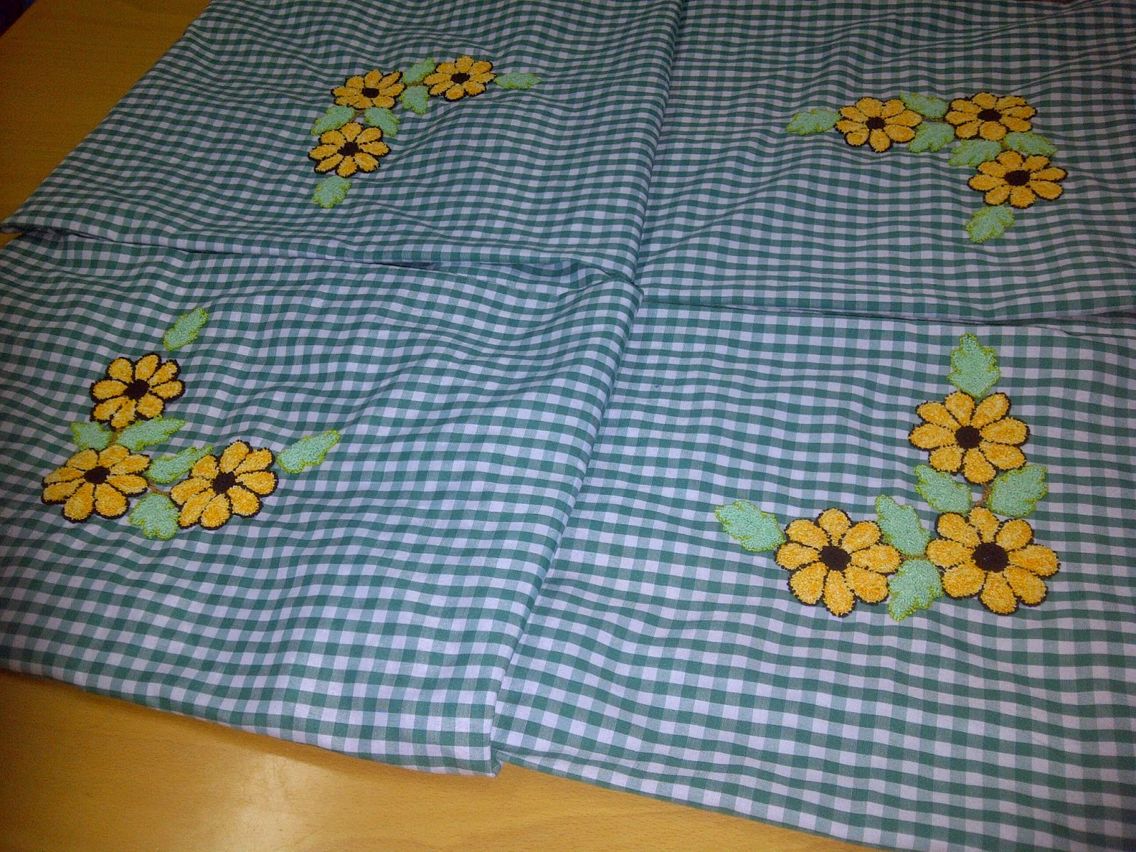 Labores tradicionales bordado ruso for Como hacer alfombras en bordado chino