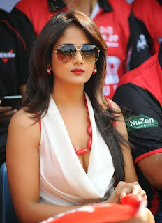 Parul Yadav  Hot Cleavage Show