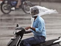 Tips Berkendara Motor Saat Musim Hujan
