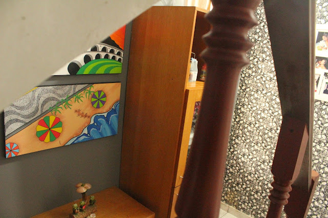 decorando em baixo da escada, organização em baixo da escada