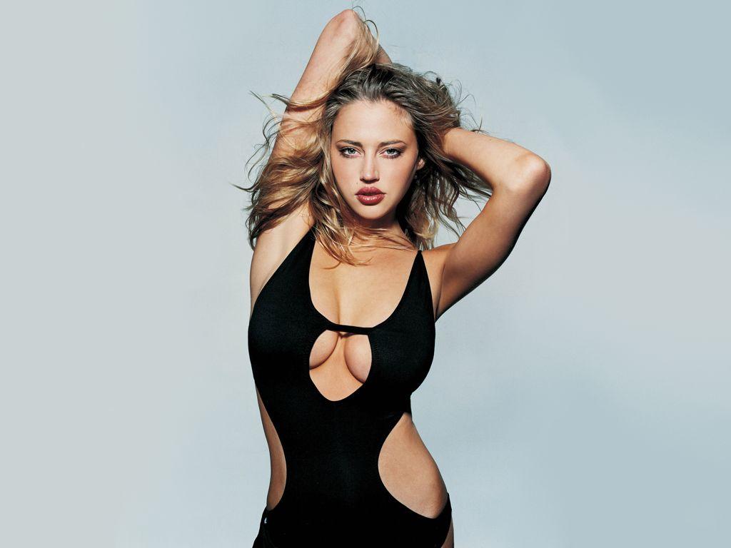 http://3.bp.blogspot.com/-JELA_FgKP9A/Tto0cCvX5jI/AAAAAAAACY4/jRLz_oCuQ-E/s1600/Estella-Warren-in-swimsuit-1.JPG
