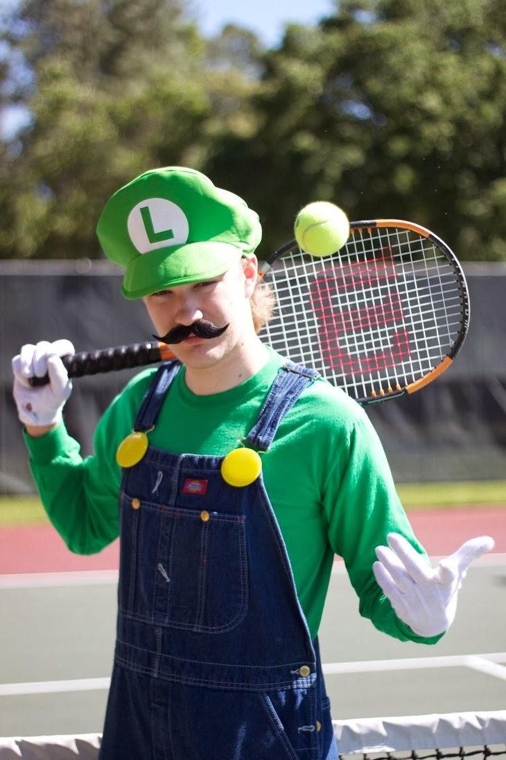 luigi-tennis-cosplay