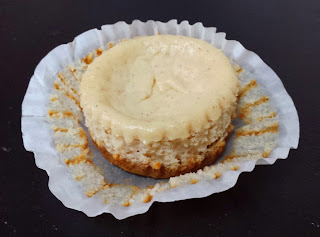mini eggnog cheesecakes, eggnog, cheesecake, mini cheesecake