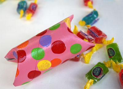 Per incartare le caramelle scatoline da riciclo creativo rotoli di carta igienica