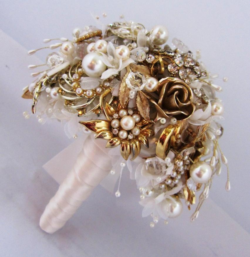 Vintage Jewellery Wedding Bouquets : Bespoke vintage jewellery wedding bouquets perfect for a