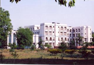 http://3.bp.blogspot.com/-JFAtvlAZB7U/UOVdmE9g-FI/AAAAAAAAAAY/XI2rbNT959w/s320/Girls_hostel.jpg