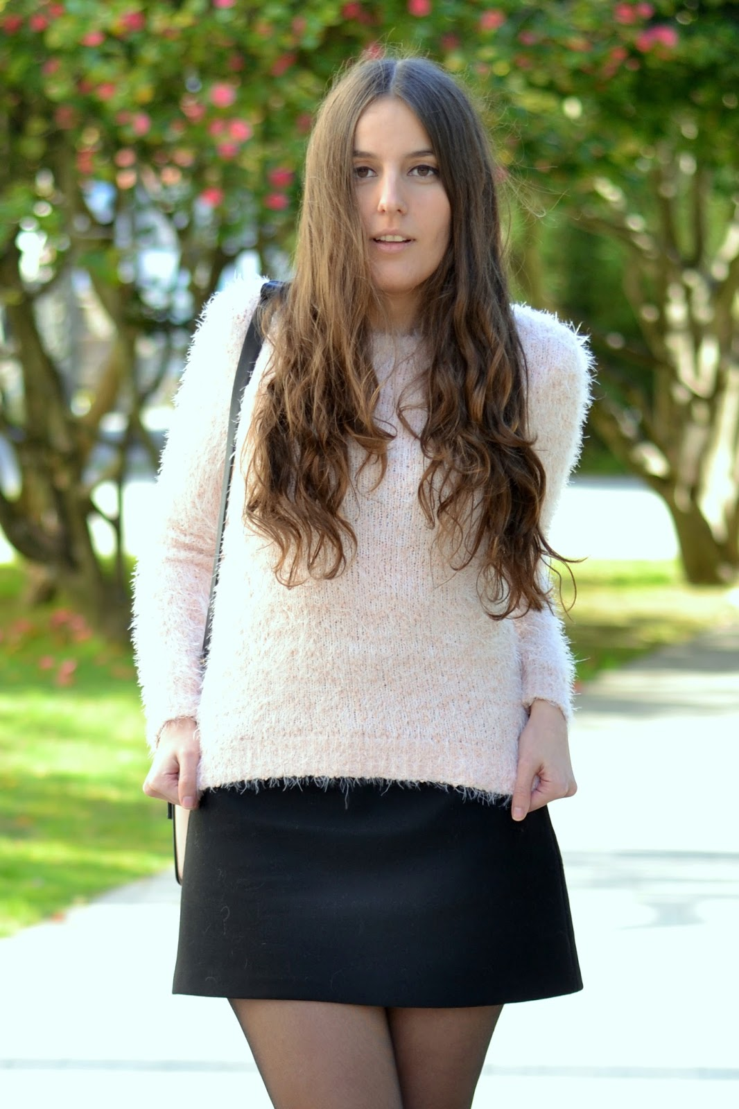 jersey rosa y falda negra