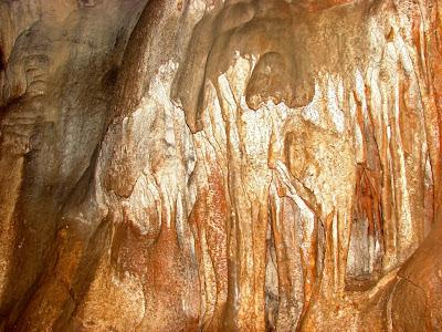 Известковые натёки в пещере Терпи-Коба