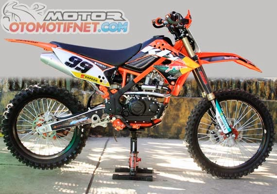 Foto modifikasi motor kawasaki klx 150s d tracker dan klx 250 50